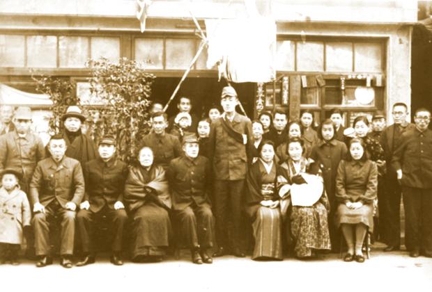 若松町(現青沼)桔梗屋の戦前の店頭